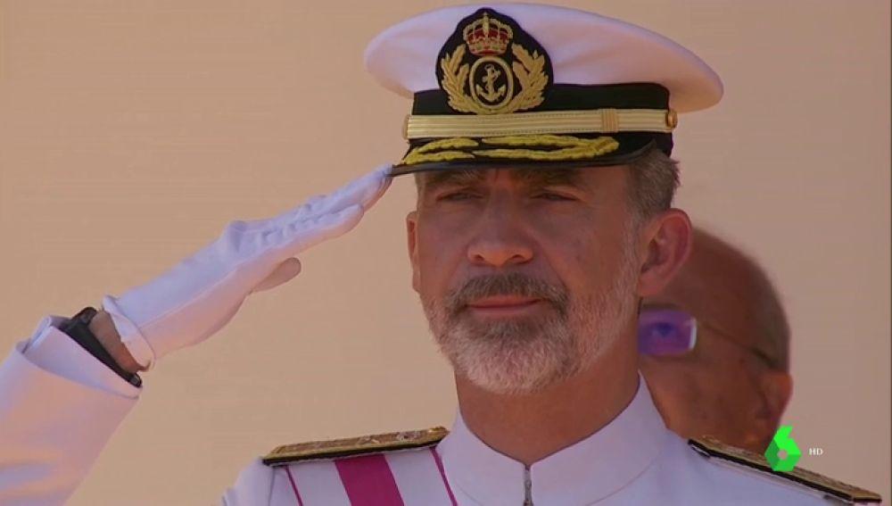 Felipe VI durante el desfile de las Fuerzas Armadas