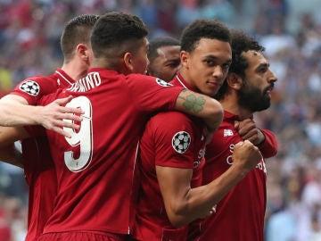 Salah celebra un gol del Liverpool