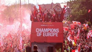 El Liverpool festeja la Champions League