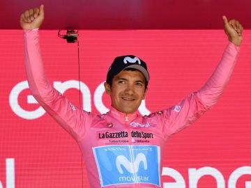 Carapaz, con la 'maglia' rosa del Giro