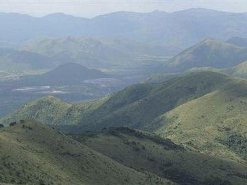 Imagen de la zona montañosa donde fue encontrada materia orgánica extraterrestre en Sudáfrica