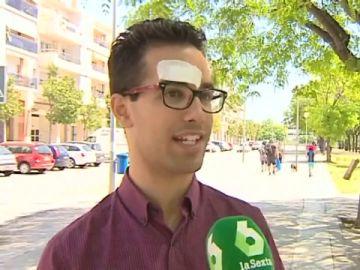 El joven víctima de la agresión homófoba en Barcelona afirma que sus atacantes le golpearon con un bolardo de hierro