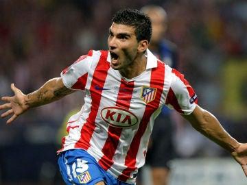 Reyes celebra un gol con el Atlético