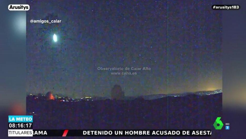 Un observatorio de Almeria capta a un gran bólido desintegrándose al cruzar la atmósfera