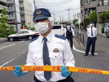 Un agente en el lugar del ataque en Kawasaki
