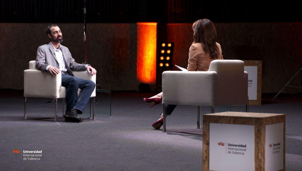 Alfonso Delgado en su charla con Helena Resano