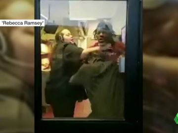 Graban una brutal pelea entre los empleados de un Burger King