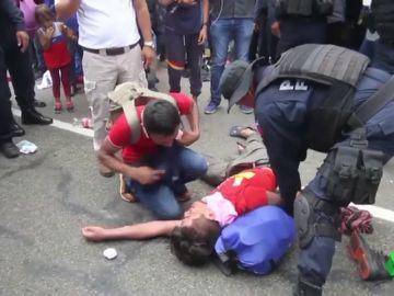 México detiene a 420 migrantes mientras negocia cancelar los aranceles de Trump