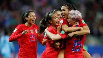 Las jugadoras de Estados Unidos celebran uno de los 13 goles contra Tailandia