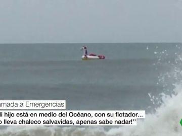 Un niño arrastrado mar adentro en su flotador