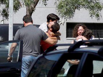 Familiares de las víctimas de un tiroteo en Aranjuez