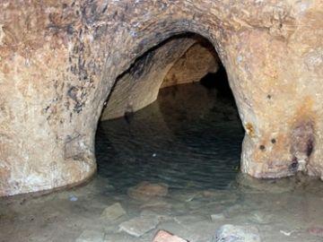 Uno de los túneles de la ciudad hallada.