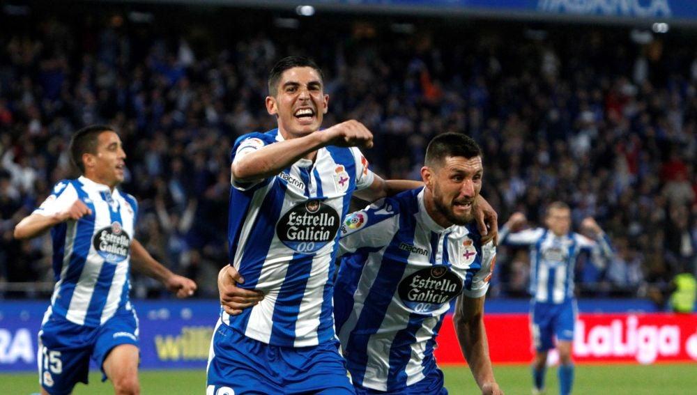 Carlos Fernández y Borja Valle celebran un gol en Riazor