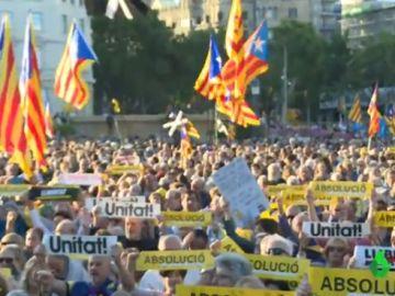Imagen de la concentración que se ha llevado a cabo en la Plaza de Catalunya, Barcelona.