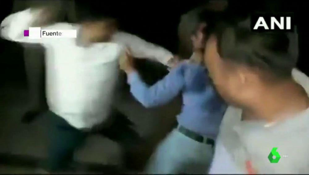 """La Policía agrede, encarcela y humilla a un periodista en la India: """"Fui desnudado y orinaron en mi boca"""""""