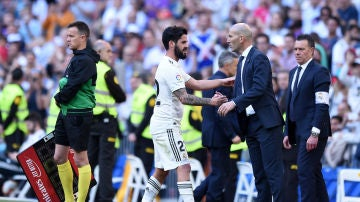 Isco y Zidane, durante un partido del Real Madrid