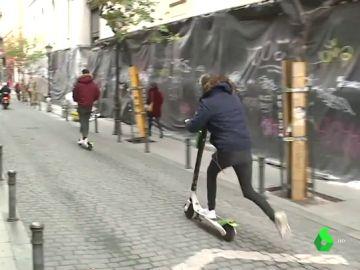 El robo de patinetes, un negocio en auge: cada día, 100 vehículos desaparecen de media en Madrid