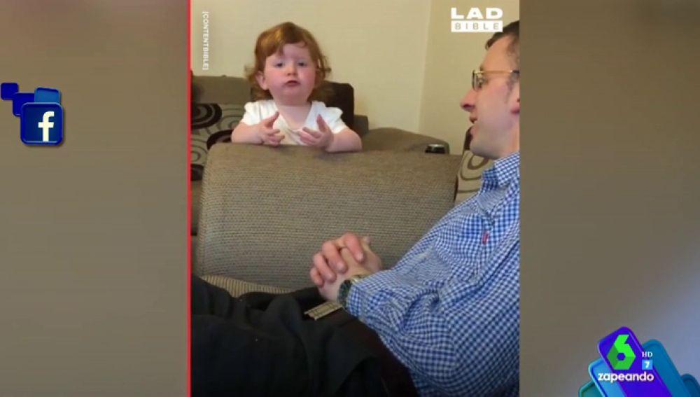 La discusión entre un padre y su hija pequeña a cuenta de unos pañales se hace viral