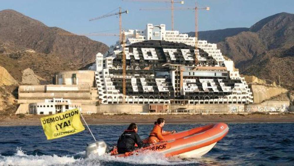 Ecologistas en Acción otorga 48 banderas negras a las playas más contaminadas del litoral español