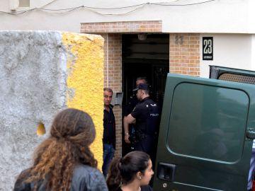 Agentes en la casa del Guardia Civil que disparó a su mujer