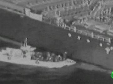 Un vídeo en blanco y negro y borroso: esta es la dudosa prueba de EEUU para culpar a Irán del ataque en el estrecho de Ormuz