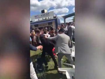 Violencia entre el glamour de Ascot: Un futbolista del Watford, suspendido tras meterse en un pelea