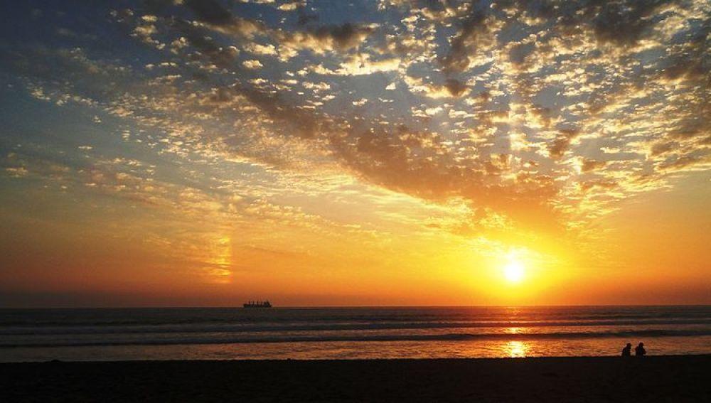 Atardecer de verano, playa Chinchorro