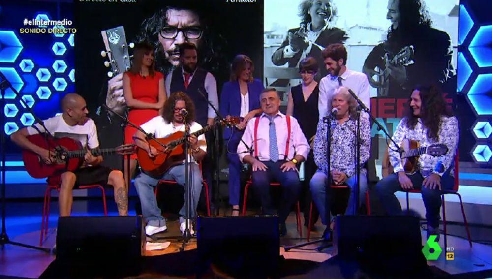 """Wyoming toca la guitarra junto a José Mercé y Tomatito para despedir la temporada de El Intermedio: """"Nos habéis hecho muy felices"""""""