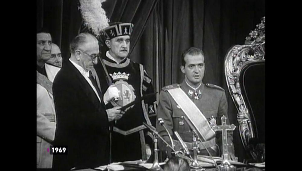 """El nombramiento de Juan Carlos como príncipe: """"Juro fidelidad a los principios del Movimiento Nacional"""""""