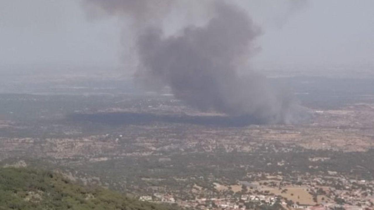Un incendio forestal en Almorox (Toledo) llega a la Comunidad de Madrid