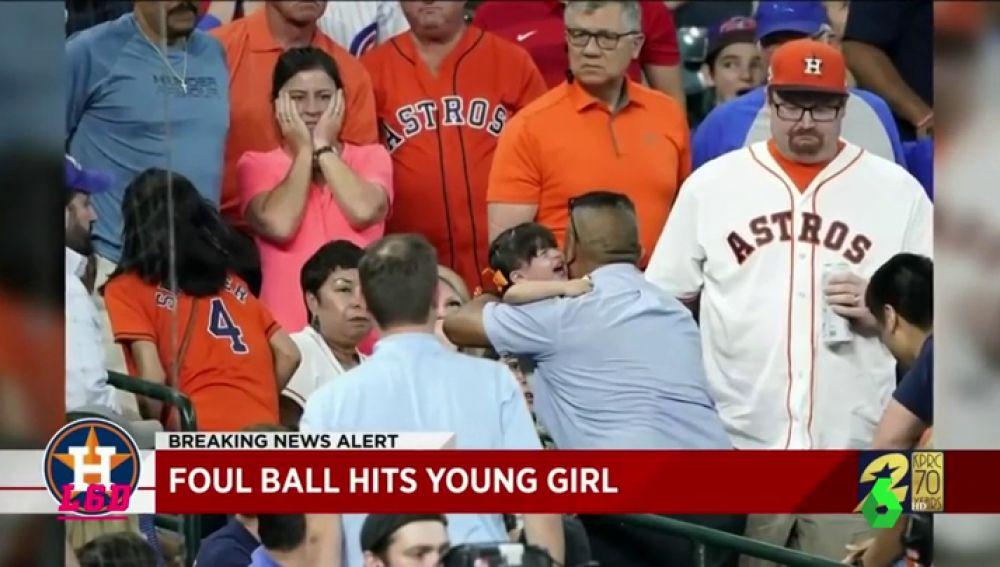 Así fue el momento del impacto de una bola de béisbol contra una niña de dos años a 150 km/h