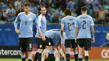 Los jugadores de Uruguay, con caras de circunstancias
