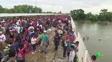 La situación límite que viven los migrantes en la frontera con México: rebasan en un 300% la 'posibilidad de atención'