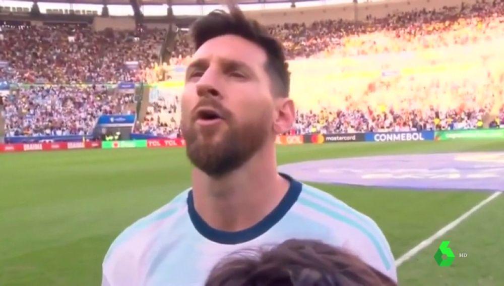 Insólito: Lionel Messi cantó a pleno pulmón el himno de Argentina