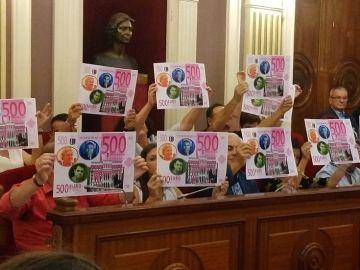 Protesta del PSOE contra PP, Ciudadanos y Vox en un pleno en Badajoz