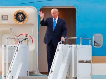 El presidente estadounidense, Donald Trump, llegando a Corea del Sur
