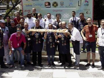 Motril (Granada) hace la tostada con jamón más larga de España