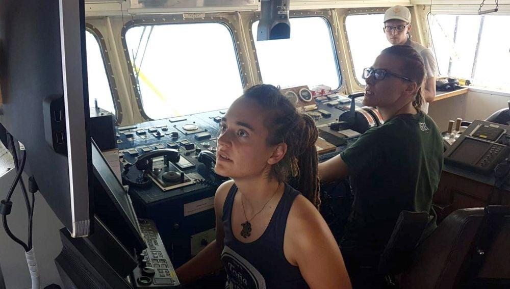 Fotografía facilitada por la ONG Sea Watch de la capitana del barco del mismo nombre, la alemana Carola Rackete