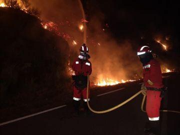 Extinción de las llamas en el incendio de Ávila
