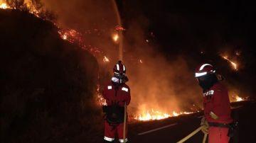 Extinción de las llamas en el incendio de Ávila.