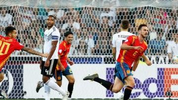 Fabián celebra un gol con España