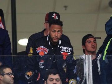 Neymar presencia un partido de Brasil