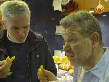 """Chicote prueba la comida enfocada al turismo en un mercado local: """"No te puedes imaginar lo malo que está esto"""""""