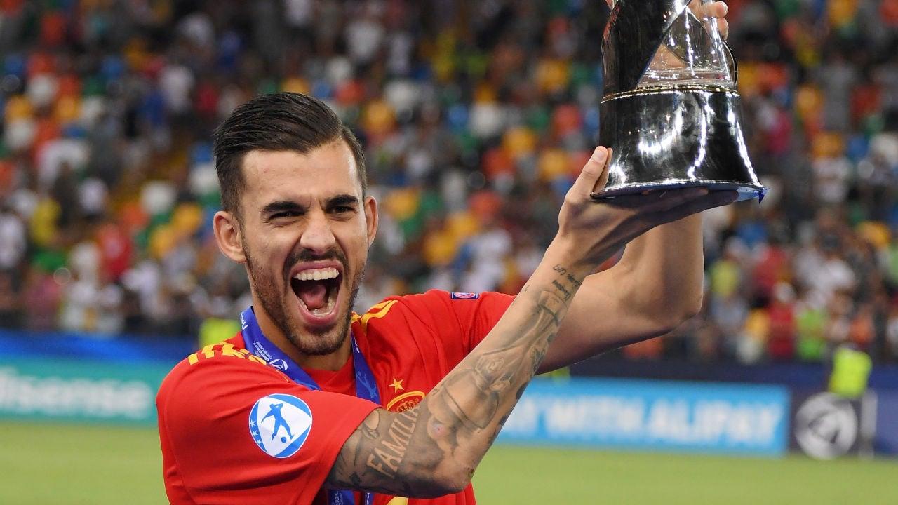 Ceballos, con el trofeo de campeón del Europeo sub-21