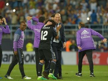 Marcelo se abraza con Zidane
