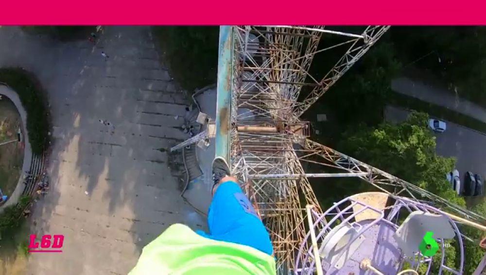 El último reto del Spider-Man de Silesia: trepa una noria sin cuerda y sin sujeciones
