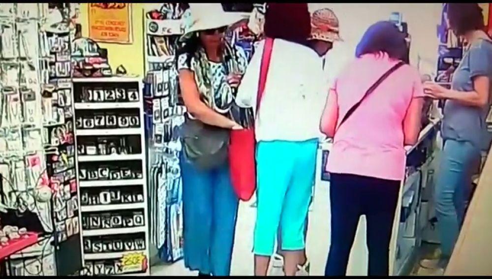 El vídeo que muestra cómo roban los clanes de carteristas en Sevilla