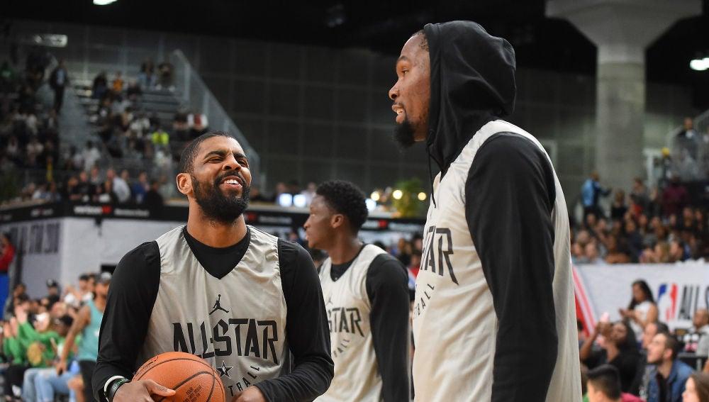 Irving y Durant hablar durante un All Star