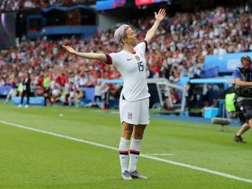 Megan Rapinoe realiza su icónica celebración