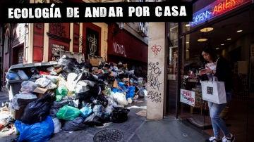 Contenedor de basura durante una huelga de recogida en Málaga
